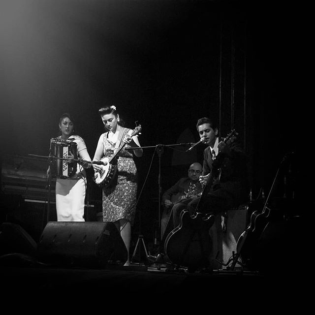 Playing music #kittydaisyandlewis #jamboree #blackandwhite #bw #music #play #fun #guitar #retro #concert #igers #igersitalia #photooftheyday #picoftheday #instadaily #style #life #night #instagood
