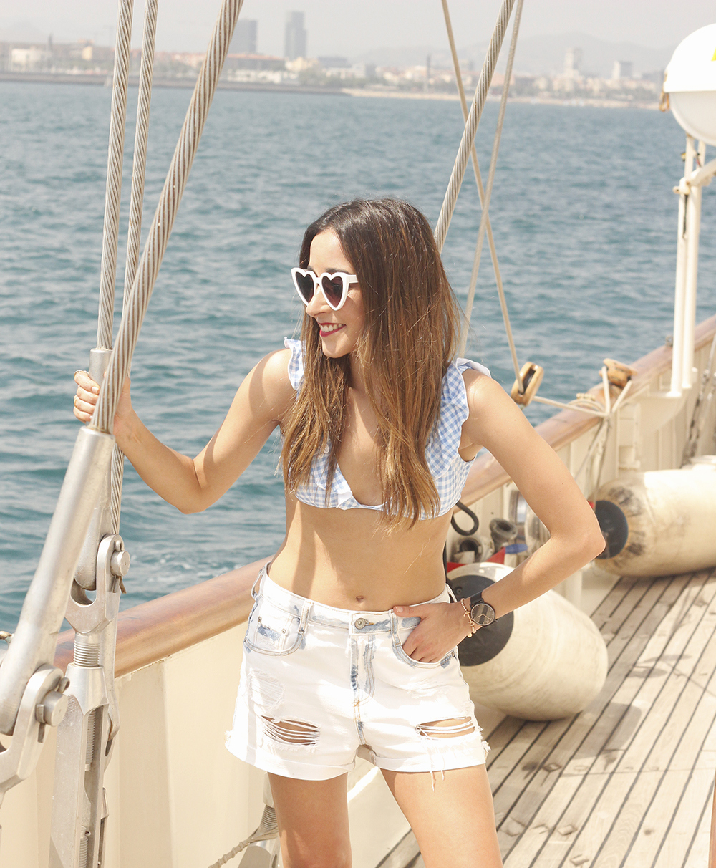 boat ride in Barcelona lottie london make up summer street style outfit 201802