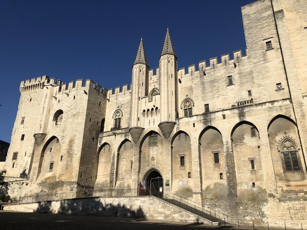 Avignonin silta ja Paavien palatsi