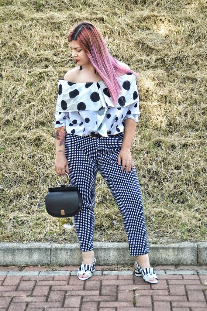 Outfit plus size mix di stampe, blusa lili la tigresse (11)
