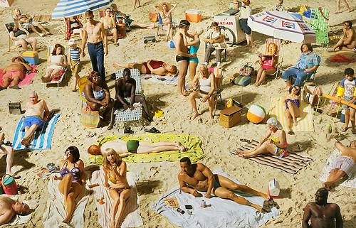 01_Press-Image-l-Alex-Prager,-Crowd-#3-(Pelican-Beach),-