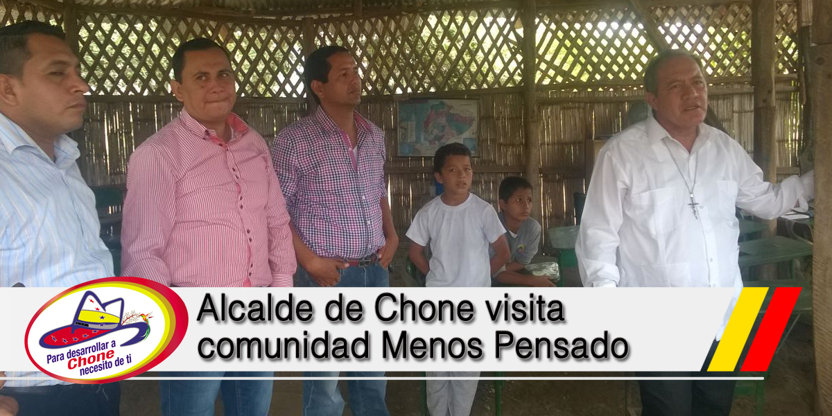 Alcalde de Chone visita comunidad Menos Pensado