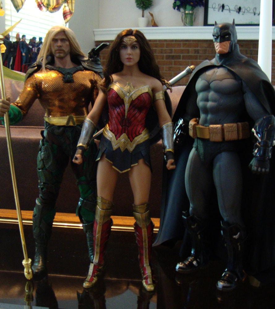 Wonder Woman and Aquaman updated 28589019807_ba08169d2e_b