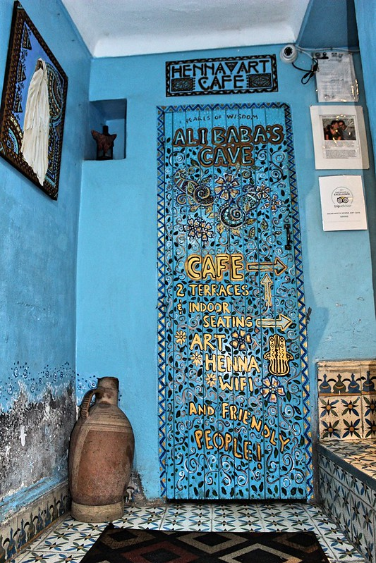 Henna art cafe door
