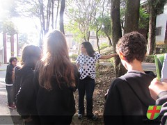 7º ano vivencia aula prática de Ciências nos jardins da Academia