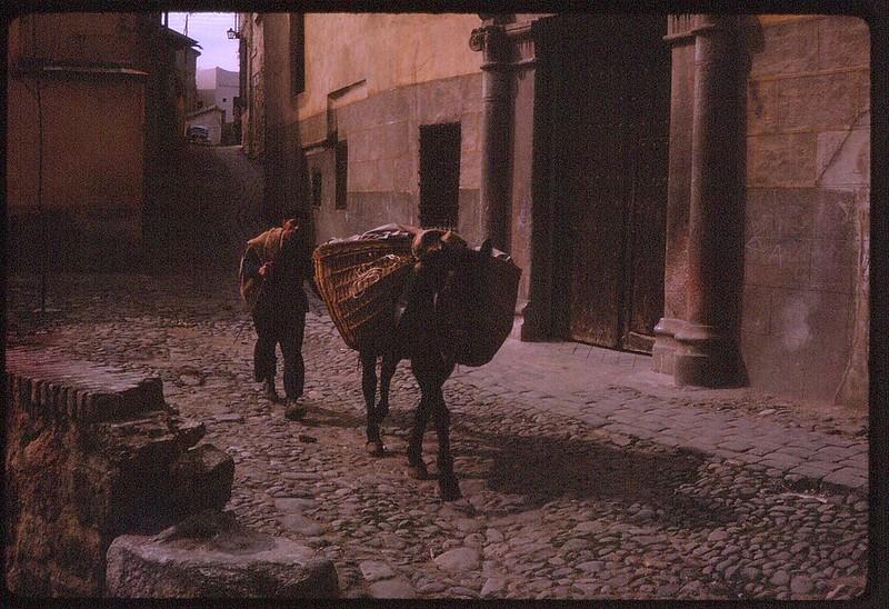 Convento de Jerónimas de la Visitación, o de la Reina, en el Corralillo de San Bartolomé de Toledo en abril de 1963. Película Kodachrome. Donación de la familia Burgos.