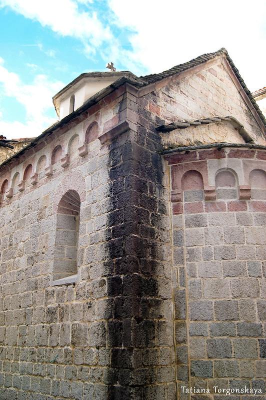 Фрагмент фасада церкви Св. Анны с апсидой