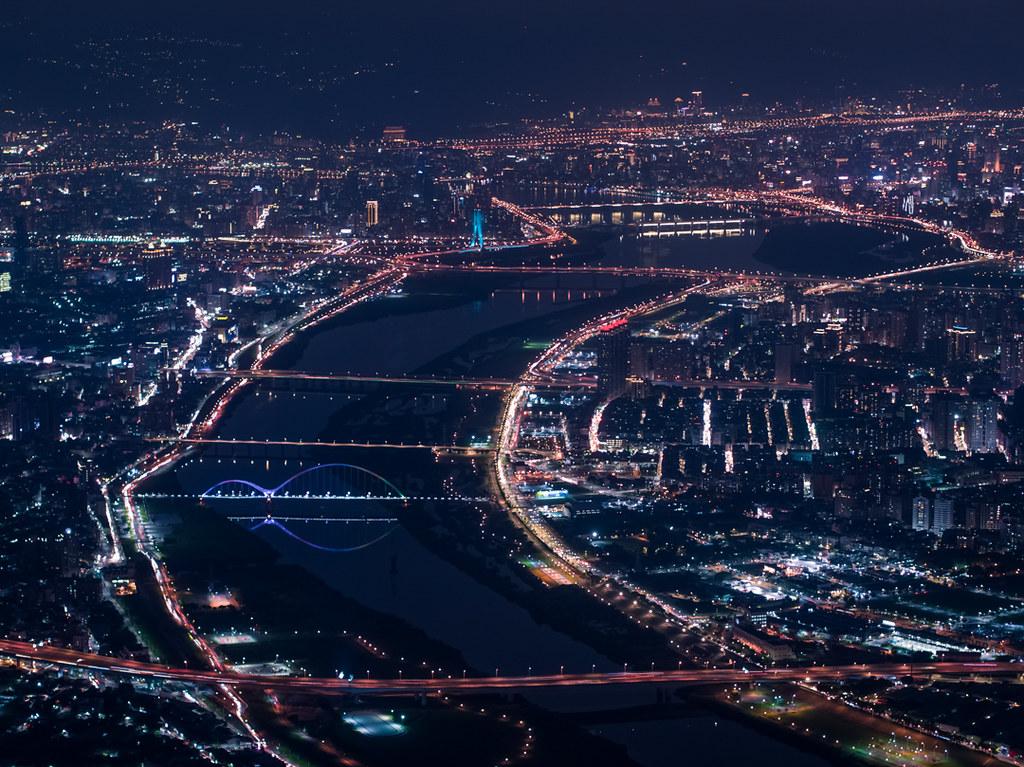 淡水河の空撮夜景
