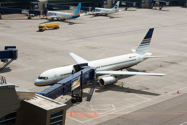 Boeing_757-256_EC-HDS_PrivilegeStyle_175_D704043