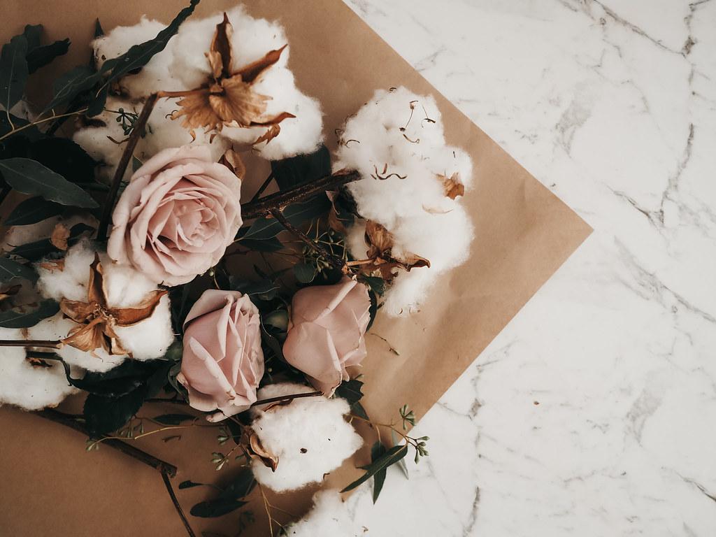 roses-cotton-eucalyptus-bouquet-winter-10