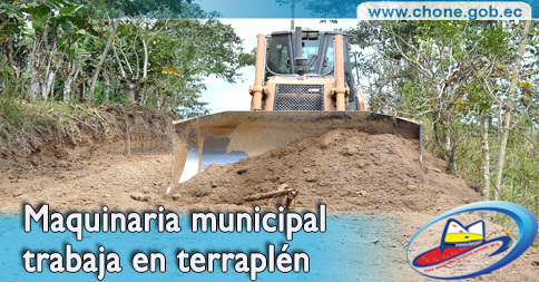 Maquinaria municipal trabaja en terraplén