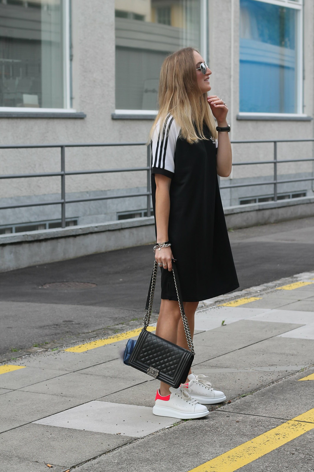 adidas-dress-and-alexander-mc-queen-sneaker-whole-outfit-with-sunnies-wiebkembg