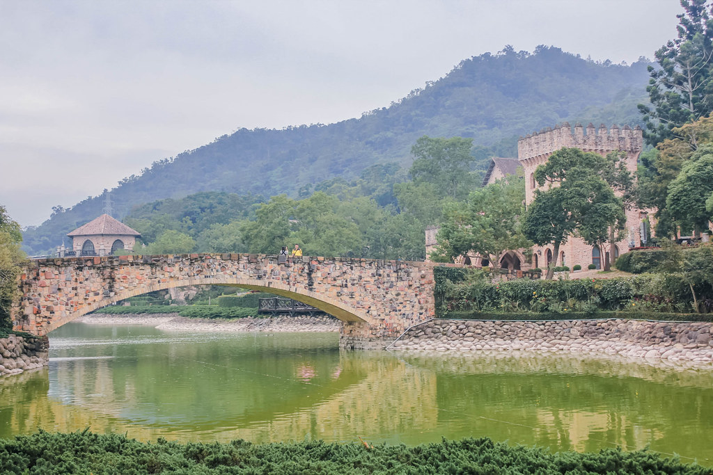 xinshe-castle-bridge-alexisjetsets