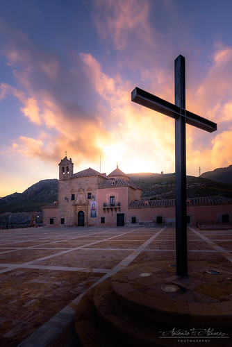 cross cruz santuario sanctuary sunset atardecer cristianismo christianity church iglesia landscape paisaje nikon d750 tamron 1530 15mm