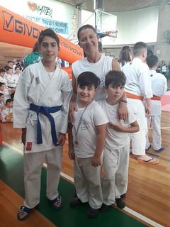 La maestra Remiasova con i medagliati di Corato