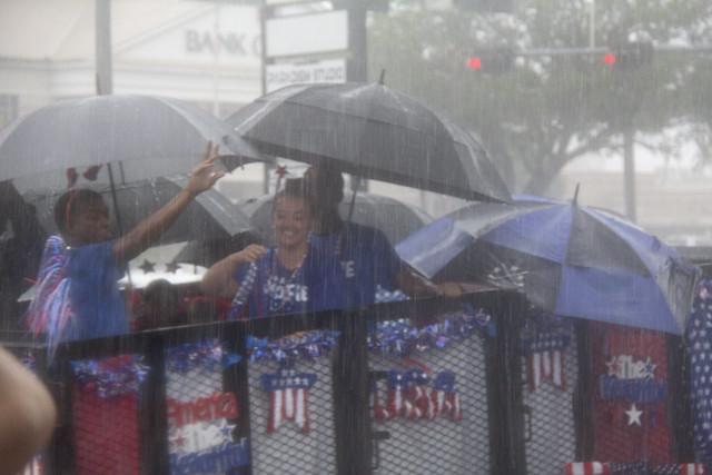 Parade rain3