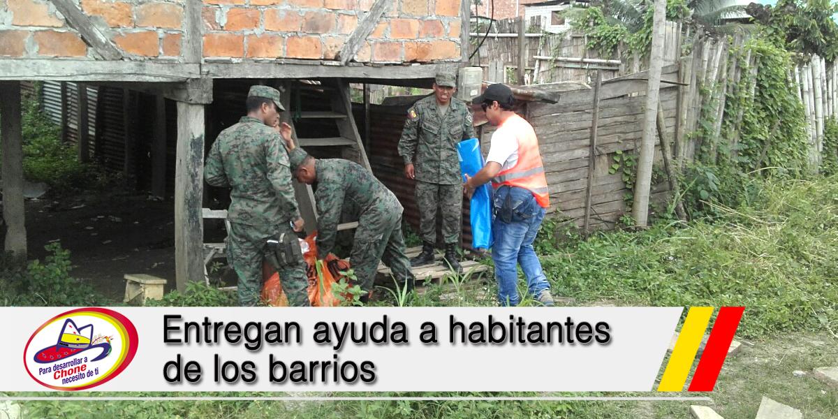 Entregan ayuda a habitantes de los barrios