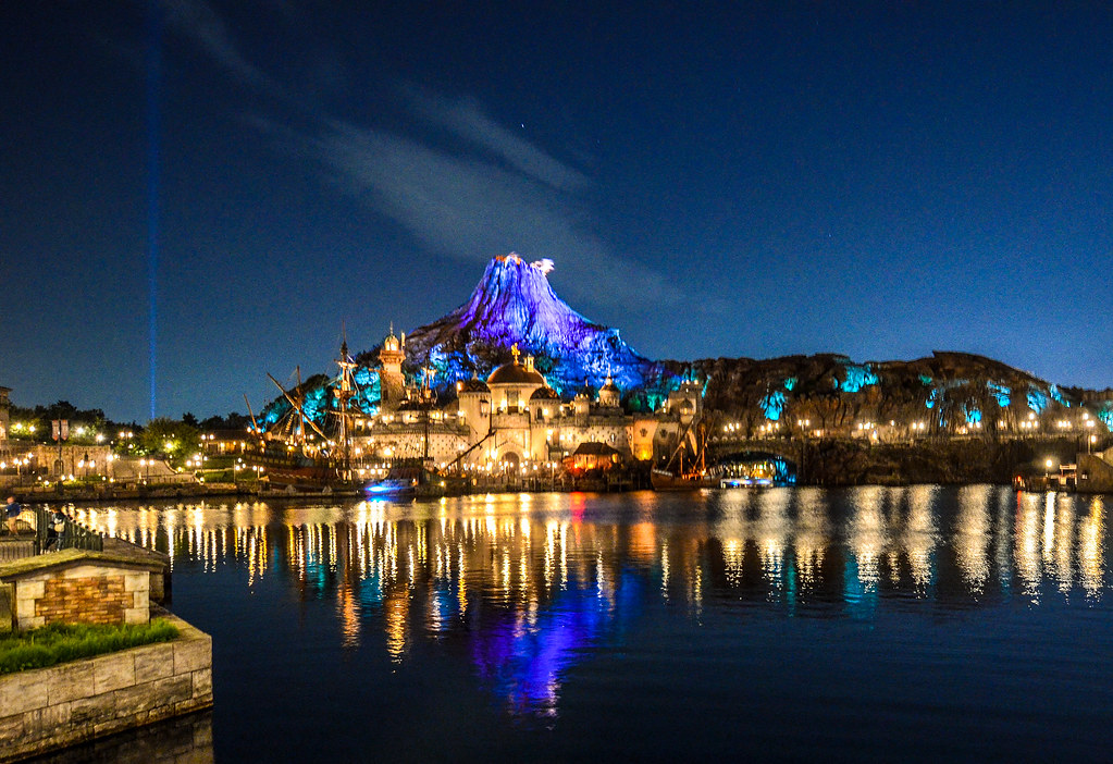 Mount Promytheus night reflection front of park TDS