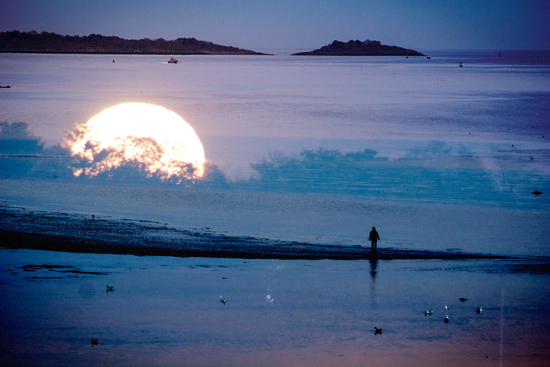 1-Waiting-for-the-SuperMoon-Composite