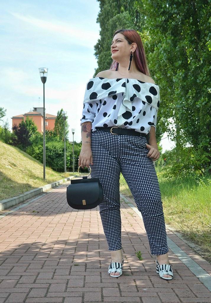 Outfit plus size mix di stampe, blusa lili la tigresse (7)