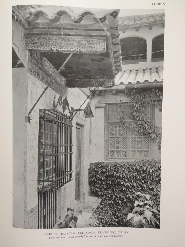 """Palacio de Benacazón hacia 1925. Fotografía de Arthur Byne publicada en su libro """"Provincial Houses in Spain""""."""