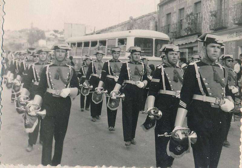 Banda de música de la Guardia Civil en la romería de la Cabeza en 1962. Fotografía de Julián C.T.