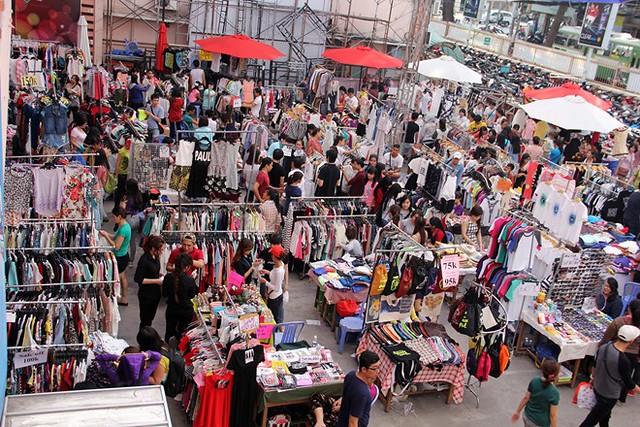 chợ an đông với hàng trăm sạp hàng