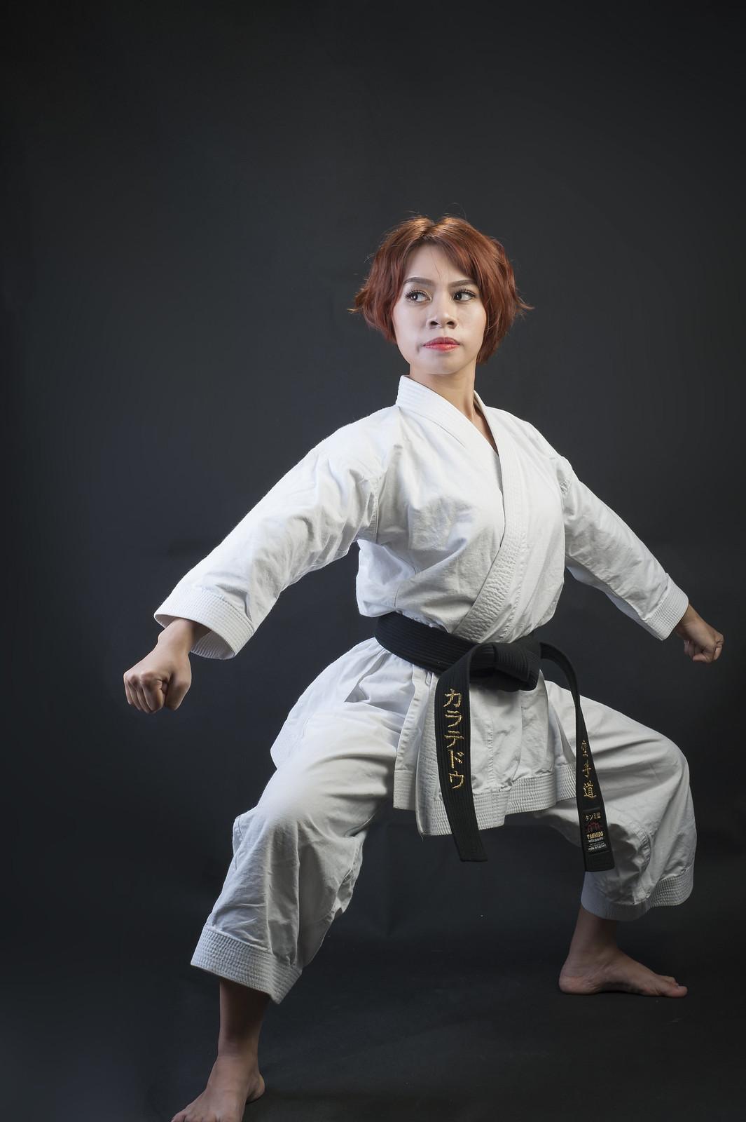 42980378271 97942be15d h - Bộ ảnh võ thuật Karate Girl phiên bản Việt