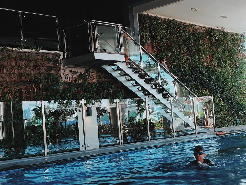 Savoy Hotel Manila Pool