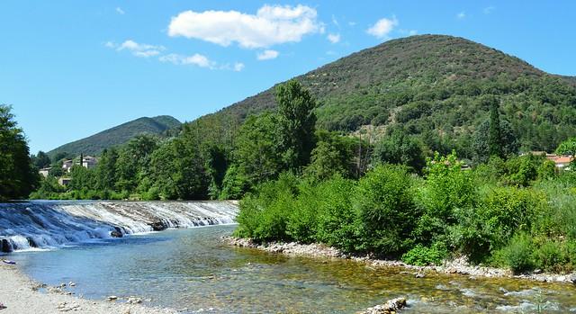 Mialet (Gard), barrage sur le gardon de Saint-Jean