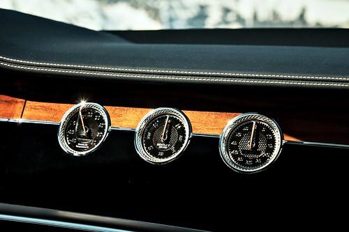 Bentley Continental GT (圖14)- 全新旋轉螢幕顯示3個錶盤