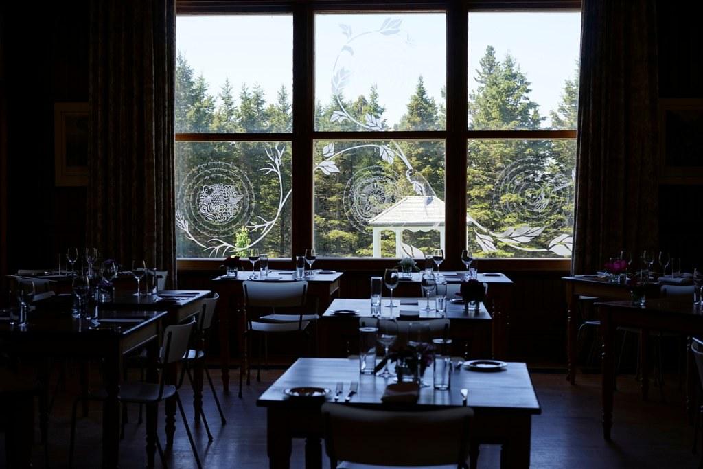 La salle à manger. | Villa Estevan du Jardin de Métis. | O ...