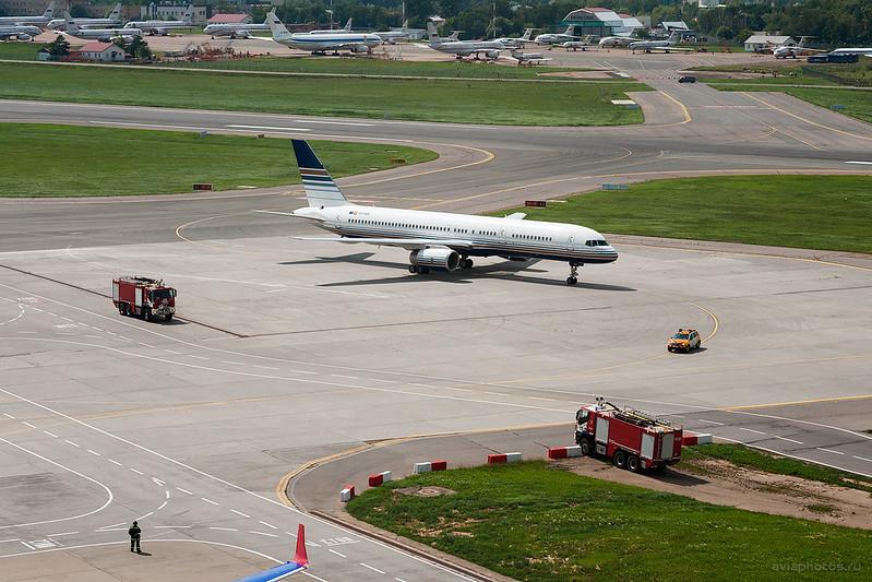 Boeing_757-256_EC-HDS_PrivilegeStyle_120_D704010