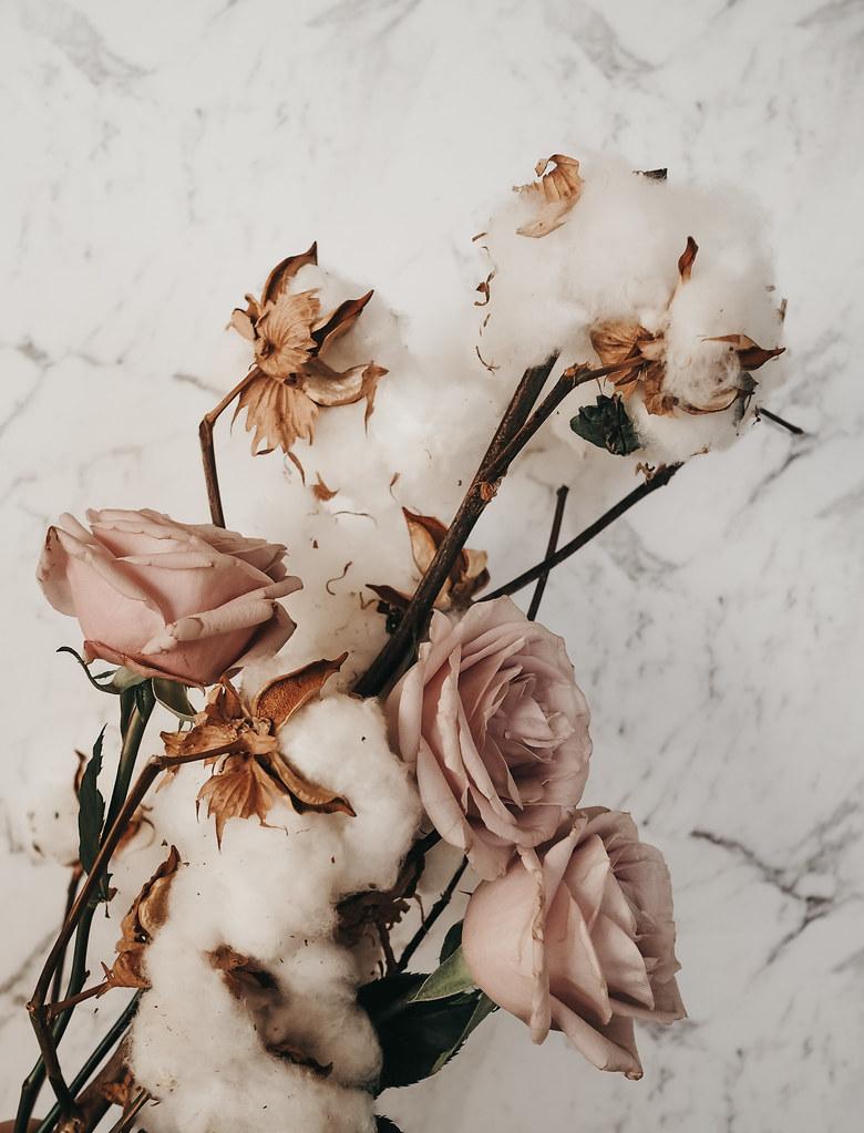 roses-cotton-eucalyptus-bouquet-winter-8