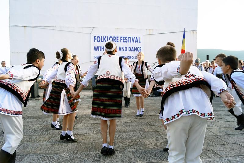 """Танец фольклорной группы  школы искусств """"Maria Biesu"""""""