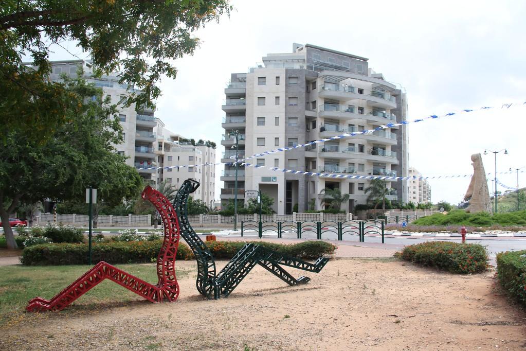 Нес Циона - площади, скульптуры, еврейский город