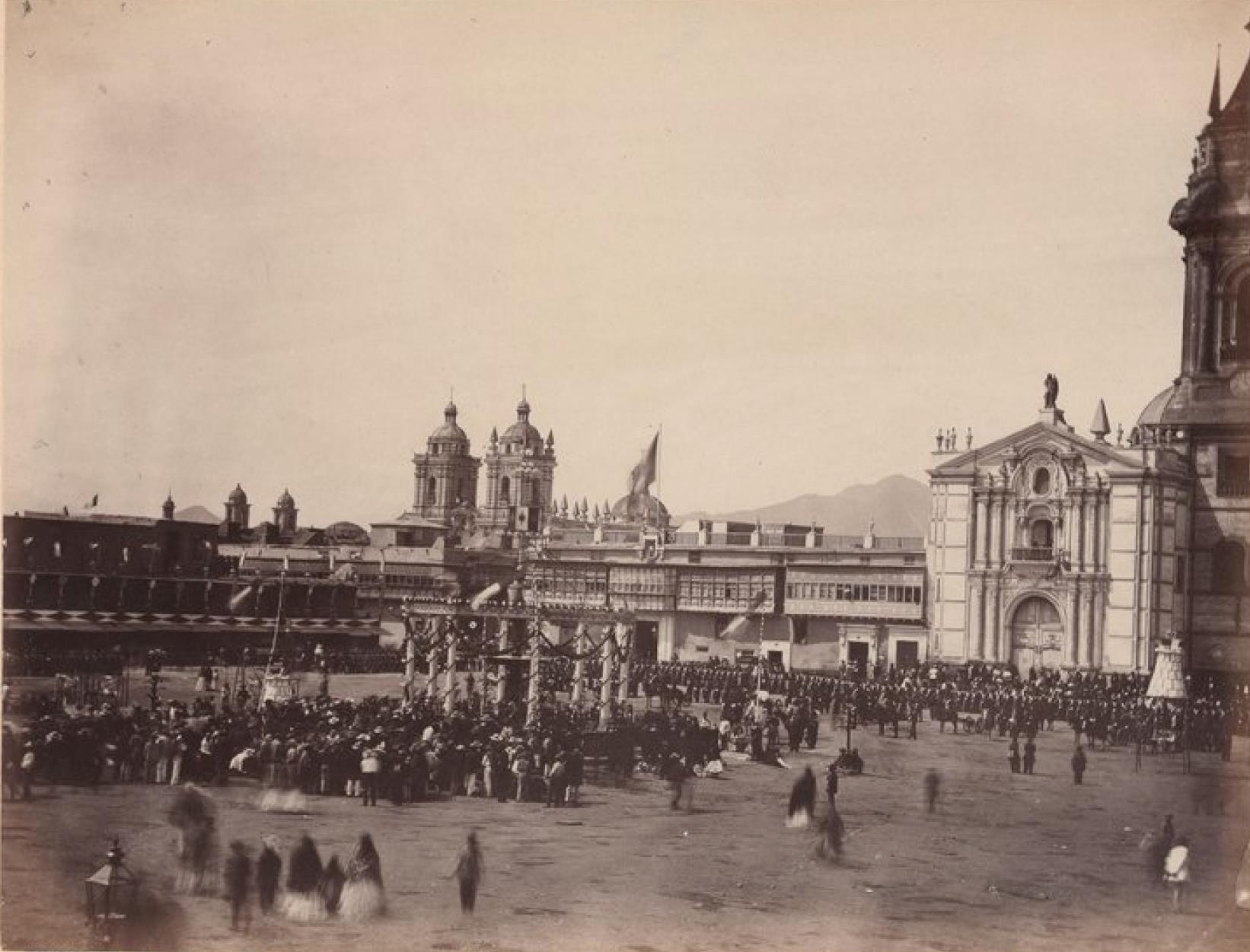 Лима. Главная площадь во время празднования, 28 июля