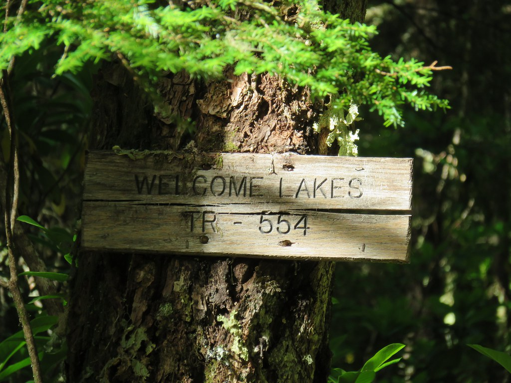 Welcome Lakes Trail sign
