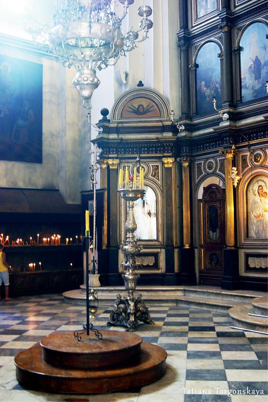 Фрагмент интерьера церкви Св.Николая с иконостасом