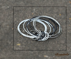 Black & Silver Hoop DE Hoop