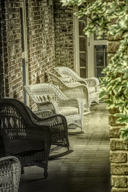 Bellingrath chairs courtyard_DSC0064-Edit