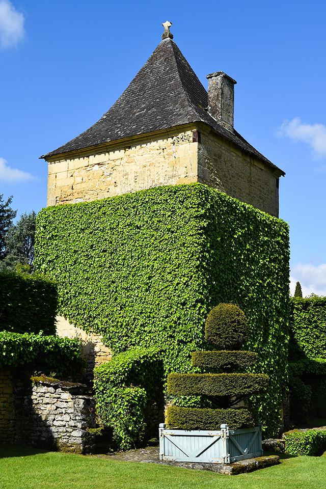 Giant Dovecote at the Jardins de Eyrugnac #gardens #eyrugnac #dordogne #france #travel