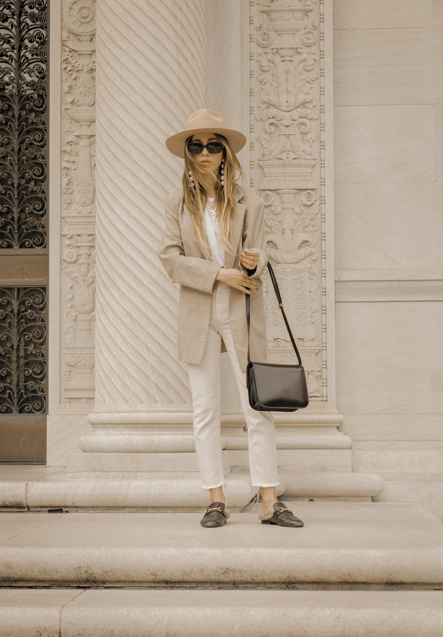 neutral_outfit_look_street_style_oversized_jacket_loafers_white_jeans_lack_of _color_celin_bag_pearl_earrings_lena_juice_the_white_ocean_02