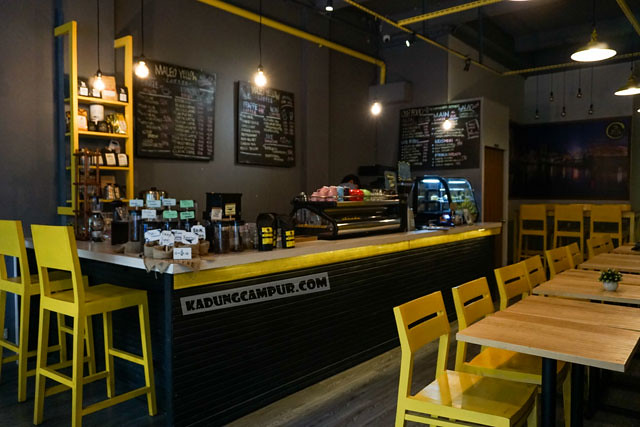 maleo yellow coffee bintaro non smoking indoor seating area - kadungcampur