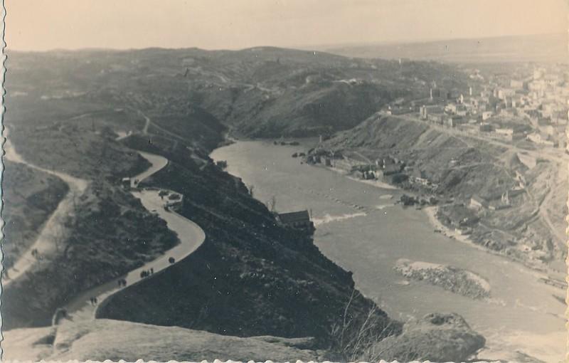 Carretera del valle en 1963. Fotografía de Julián C.T.