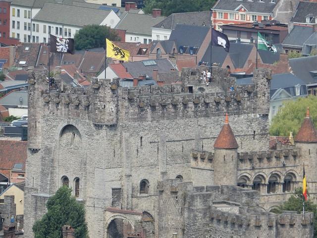 uitzicht op toren Sint-Baafskathedraal: Gravensteen