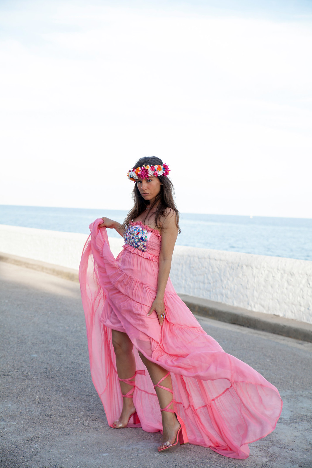 02_El_vestido_perfecto_fiesta_san_juan_verbena_highly_preppy_theguestgirl_fashion_influencer_barcelona_bilbao_vestido_rosa_largo