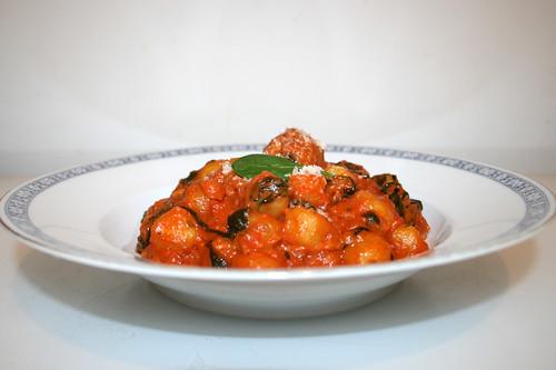 19 - Gnocchi con salsiccia e spinaci - Seitenansicht / Side view