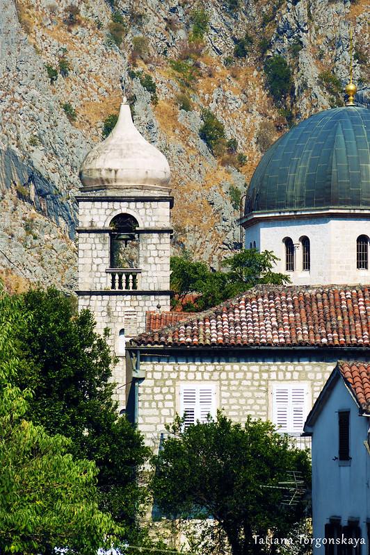 Колокольня францисканского монастыря и купол церкви Св. Николая