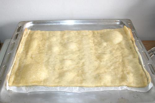 41 - Pizzateig aus Ofen entnehmen / Take pizza dough from oven